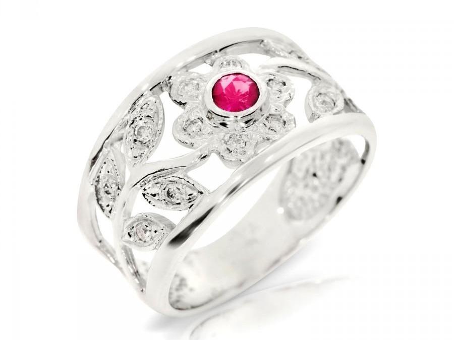 Cincin Emas Putih Berlian Merah