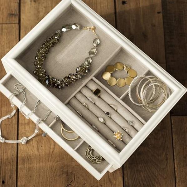 Kotak Perhiasan Putih Elegan