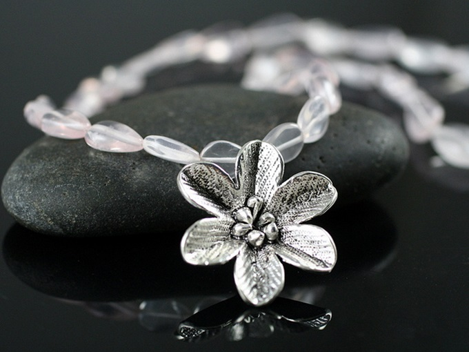 Perhiasan Perak Elegan Cantik