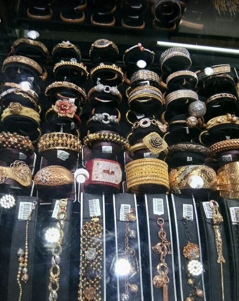Laris Jewelry Bandung