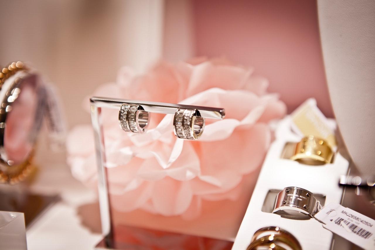 Cincin Wanita Perhiasan